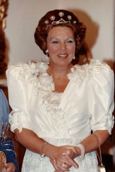 Nederlands Koningshuis. Koningin Beatrix in gala kleding tijdens een staatsbezoek aan Ierland. Ierland, Dublin, St. Patricks Hall, november 1990.