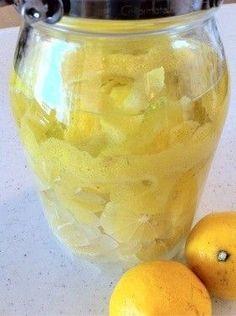 レモン酒 材料:レモン(実)、レモン(皮)、焼酎、氷砂糖 期間:半年くらい 注意:1週間で皮を、1ヵ月で実を取り出す