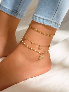 To find out about the Rhinestone Engraved Shell & Rose Charm Anklet at SHEIN, part of our latest Body Jewelry ready to shop online today! Stylish Jewelry, Simple Jewelry, Dainty Jewelry, Cute Jewelry, Women Jewelry, Bridal Jewelry, Jewelry Box, Silver Jewelry, Ankle Jewelry