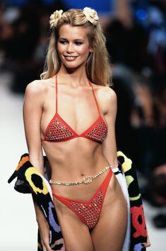 Claudia Schiffer- Best Runway Looks - Schön - Sexy Bikini Claudia Schiffer, 90s Models, Fashion Models, Fashion Show, Fashion Fashion, Runway Fashion, High Fashion, Fashion Beauty, Fashion Tips