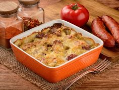 Here is a wonderfully flavorful and hearty meal for a spicy sausage and cheese bake. This casserole is filled with pasta and spicy sausage links that are smothered in mozzarella and parmesan cheese. It's the perfect dish for brunch, lunch, or dinner. Spicy Sausage, Sausage And Egg, How To Cook Sausage, Bruschetta, Sausage Egg Casserole, Breakfast Casserole, Brunch Dishes, Cooking Recipes, Healthy Recipes