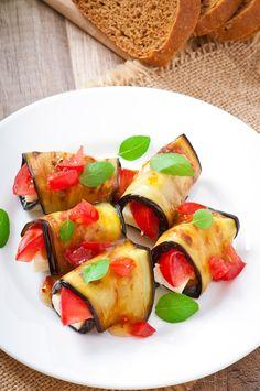 Rolletjes van gemarineerde aubergine, tomaat, mozzarella en basilicum (in de tas voor 4 dagen)