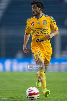 damian-alvarez-of-tigres-drives-the-ball-during-a-match-between-cruz-picture-id469387790 (683×1024)