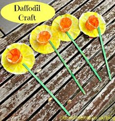 Easy daffodil craft for toddlers. Great for St David's Day. Easter Activities, Spring Activities, Craft Activities, Preschool Crafts, Easter Crafts, Toddler Activities, Rainbow Activities, Daffodil Craft, Daffodil Day