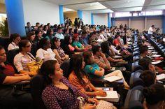 Jóvenes durante un evento de la Cámara de Comercio e Industria de Honduras: Emprendedoras listas para el Foro Nacional de Mujeres  El programa busca fomentar la economía formal y una mayor calidad de vida para las mujeres que lo conforman Tegucigalpa (CCIT) celebrado en marzo pasado.