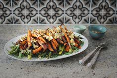 Lun salat m. ovnsbakt søtpotet, asparges, blåmuggost & pinjekjerner