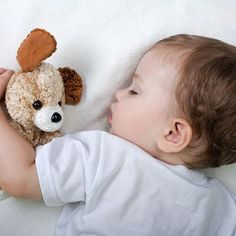 Dr. Bill Sears shares time-tested advice on various styles of nighttime parenting and provides proven techniques that really work to get your baby to sleep.