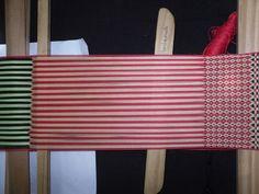 PASO A PASO N° 11 CON URDIMBRE DE PEINECILLO   reflejos aborígenes Textile Tapestry, Inkle Loom, Mtv, Eyeliner, Weaving, Textiles, Tote Bag, Blog, Videos
