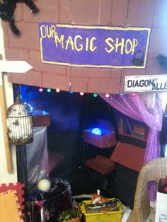 Harry potter magic shop role play area Harry Potter Magic, Harry Potter Theme, Play Based Learning, Learning Through Play, Halloween Themes, Fall Halloween, Halloween Kitchen, Pumpkin Coloring Pages, Magic Theme