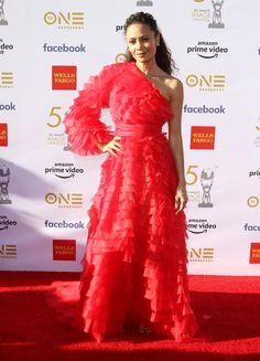 Thandie Newton ultra-feminine tiered one-shoulder princess red carpet gown with one sleeve at 2019 NAACP Image Awards. Red chiffon single long sleeve tiered celebrity A-line long dress for sale. A Line Long Dress, One Sleeve Dress, Long Sleeve, Chic Outfits, Fashion Outfits, Hollywood Actress Photos, Oscar Dresses, Red Carpet Gowns, Red Chiffon