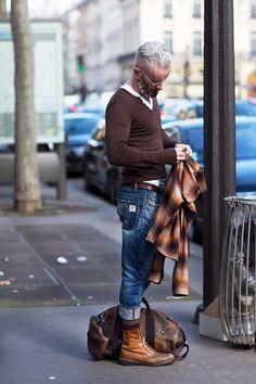 2015-04-02のファッションスナップ。着用アイテム・キーワードは40代~, デニム, バッグ, ブーツ, メガネ, Tシャツ,etc. 理想の着こなし・コーディネートがきっとここに。| No:98779