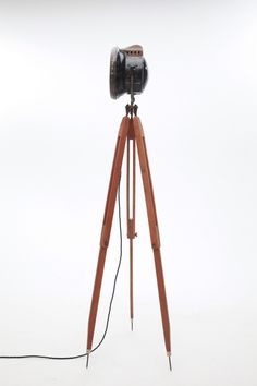 Henry by Urban Light Factory - 100 years old tripod meet 100 years old headlight