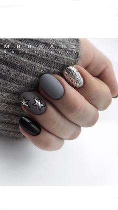 Want some ideas for wedding nail polish designs? This article is a collection of our favorite nail polish designs for your special day. Gray Nails, Silver Nails, Gray Nail Art, Grey Art, Black Nails, Silver Glitter, Black Silver, Perfect Nails, Gorgeous Nails
