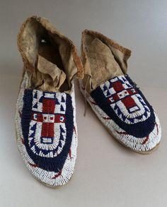 Antique-Classic-Sioux-Lakota-Arapaho-Moccasins-circa-1890s