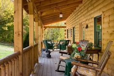 Check out this gorgeous log home: The great room within is simply breathtaking