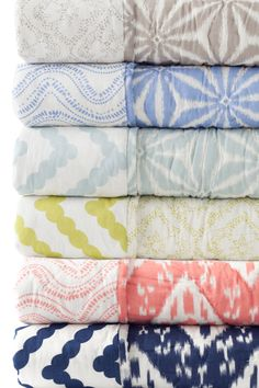 Refresh your home décor with Pine Cone Hill's collection of bedding essentials. The Varkala Quilt, named for Annie's favorite beach in India, is crafted of soft, lightweight cotton with a reversible pattern exclusive to its color combination.