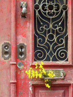 Detras de cada porta, tens un tesoro por descobrir ^^