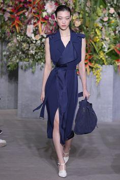 הבשורה משבוע האופנה בניו יורק: יש נשיות חדשה ומרגשת | Fashion Forward | אופנה