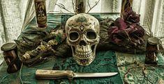 Voodoo en Hoodoo: West-Afrikaanse magie vol mojo - NoxMagica Voodoo Magic, Voodoo Spells, Free Love Spells, Powerful Love Spells, African Witch Doctor, Voodoo Priest, Voodoo Rituals, Curse Spells, New Orleans Voodoo
