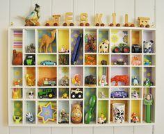 Barnrums inspiration kan jag inte få för mycket av, så i dag vill jag lyfta fram detta fina norska barnrum i rampljuset!!! Här inne i Eskils rum möts man av färglada mönster blandat med loppis fynd…