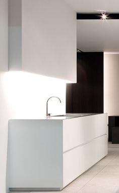 Minimal white kitchen by Wilfra.