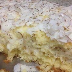 Olá, Hoje vou postar a receita do bolo gelado de coco que eu fiz já tem um tempinho. Confesso que essa deu muito trabalho, não imaginava ...