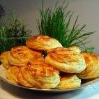 Bryndzové pagáče • recept • bonvivani.sk Shrimp, Biscuits, Food And Drink, Pizza, Basket, Bakken, Crack Crackers, Cookies, Biscuit