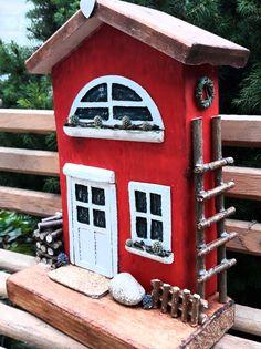 Домик из дерева Wooden Decor, Wooden Crafts, Wooden Diy, Diy And Crafts, Small Wooden House, Putz Houses, Wood Houses, Creation Deco, Driftwood Crafts