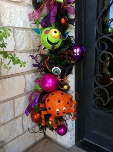 Halloween Door Garland by Show Me Decorating - tutorial of lots of images