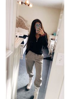 Sweatpants outfit - 42 best fashion teenage you should copy 38 Winter Outfits For Teen Girls, Cute Lazy Outfits, Cute Outfits For School, Chill Outfits, Mode Outfits, Outfits For Teens, Trendy Outfits, Lazy School Outfit, Cute Outfits With Sweatpants