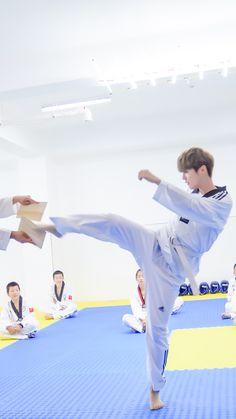 Luhan-Date super star 170713 Han Byul, Sehun And Luhan, Baby Lulu, Exo Lockscreen, Hunhan, Korean Bands, Baby Deer, Chinese Boy, Pretty Men
