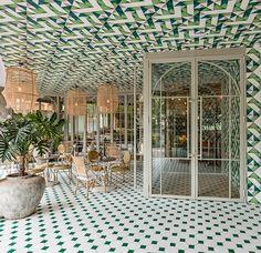 lámparas y ambiente colonial en este restaurante de Madrid. ver mas fotos!
