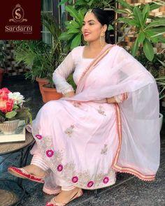 Bridal Suits Punjabi, Designer Punjabi Suits Patiala, Punjabi Suits Party Wear, Punjabi Suits Designer Boutique, Patiala Suit Designs, Boutique Suits, Lehenga Designs, Embroidery Suits Punjabi, Embroidery Suits Design