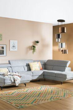 Mit unserer Polstergarnitur macht ihr alles richtig, wenn es darum geht eine stilvolle Wohlfühloase zu gestalten und gleichzeitig nicht auf den Komfort zu verzichten. Jetzt inspirieren lassen auf leiner.at // Wohnzimmer einrichten // Wohnzimmer Ideen // Interior Trends // Wohnideen // Einrichtungstipps Wohnzimmer // Couch // Polstergarnitur // Trends, Komfort, Furniture, Home Decor, Living Room Ideas, House, Decoration Home, Room Decor, Home Furnishings