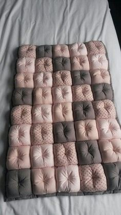 Maravilloso curso gratis de costura: Aprende a Como hacer colcha de burbuja paso a paso muy fáciles Quilt Baby, Baby Girl Quilts, Baby Girl Blankets, Girls Quilts, Baby Pillows, Rag Quilt, Bubble Quilt, Bubble Blanket, Diy Baby Gifts