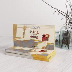 Artbook Nắng Mùa Đông | BookBuy.vn- Bộ truyện đã gây sốt cộng đồng mạng vào nửa cuối năm 2014 khi tác giả tung từng chương một lên trang facebook cá nhân của chị. Nắng mùa đông với những câu chuyện nhỏ, giản dị, hình vẽ đẹp mắt, sinh động gợi nhớ về những kỷ niệm thân thương của miền ấu thơ.
