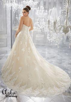 Νυφικά Φορέματα για ΠΑΧΟΥΛΕΣ: Νυφικό Φόρεμα, Στράπλες, από Δαντέλα, για Κομψή Παχουλή Νύφη. Κωδ. 3226 Princess Style Wedding Dresses, Western Wedding Dresses, Classic Wedding Dress, Bridal Wedding Dresses, Dream Wedding Dresses, Designer Wedding Dresses, Tulle Ball Gown, Ball Gowns, Plus Size Wedding