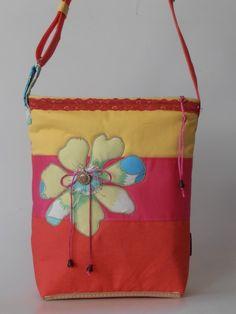 Színes virágminta applikációs táska