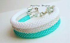 Этот браслет получился самый нежный #жгутизбисера #ручнаяработа #handmade #crochetbeads #crochet #beads #вязаниекрючком #fashion #style…