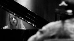Valetina Lisitsa  http://noo.com.br/system/images/2011/09/06/18_51_32_202_foto_pianistas_05_galeria.jpg