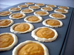 pumpkin pie bite size dessert - going to make this for Mom's thanksgiving feast.