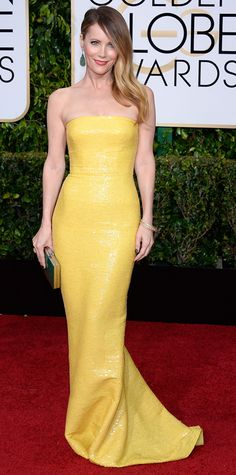 Golden Globes 2015: Red Carpet Arrivals - Leslie Mann in a yellow dress and jewelry by Kimberly McDonald