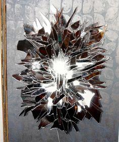 Neat idea for broken mirror Broken Mirror Diy, Broken Mirror Projects, Mirror Mosaic, Mirror Art, Mirrors, Diy Mirrored Furniture, Mirror Crafts, Shattered Glass, Mosaic Crafts