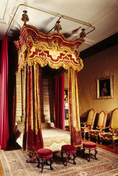 The State Bed made for Dyrham Park in The Queen Anne Room. Covered with crimson and yellow velvet the interior is sprigged satin. It is an example of the elaborate tastes of the century Royal Bed, Castle Rooms, Bed Crown, Palace Interior, Antique Beds, Grand Homes, Marquise, Cool Beds, How To Make Bed