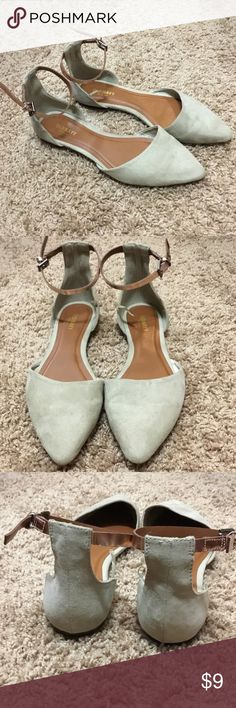 Pointed Flats Old Navy pointed flats with bronze ankle strap. Size 8. Great condition! Old Navy Shoes Flats & Loafers
