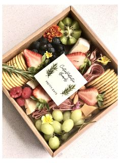 Charcuterie Gift Box, Charcuterie Picnic, Plateau Charcuterie, Charcuterie Recipes, Charcuterie And Cheese Board, Charcuterie Platter, Snack Platter, Party Food Platters, Cheese Platters