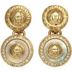 Preowned Gianni Versace White And Gold Dangling Earrings With Medusa... ($549) ❤ liked on Polyvore featuring jewelry, earrings, versace, accessories, white, pre owned jewelry, gold earrings, long earrings, white gold jewelry and versace jewelry