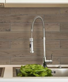Carrelage Métro Blanco | Mural, adhésif | Smart Tiles Peel N Stick Backsplash, Peel And Stick Tile, Stick On Tiles, Backsplash Ideas, Smart Tiles, Kitchen Wall Tiles, Diy Kitchen, Credence Adhesive, Decorative Wall Tiles
