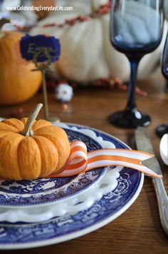 A Blue Willow Thanksgiving : Thanksgiving Table Inspiration