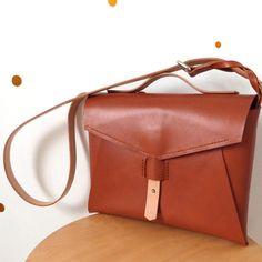 PLUM BAG / MALA by mariela dias REF: PLUM29 x 22 x 3 cmCabedal.Leather.